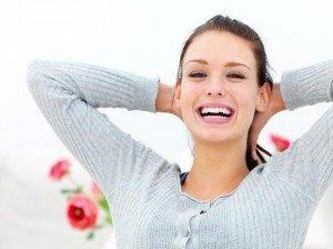 Le bonheur dans Poèmes..... jeune-femme-heureuse-13309526323-300x224