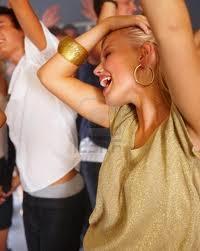 Chéri, ce soir je sors dans Commune histoire danse1